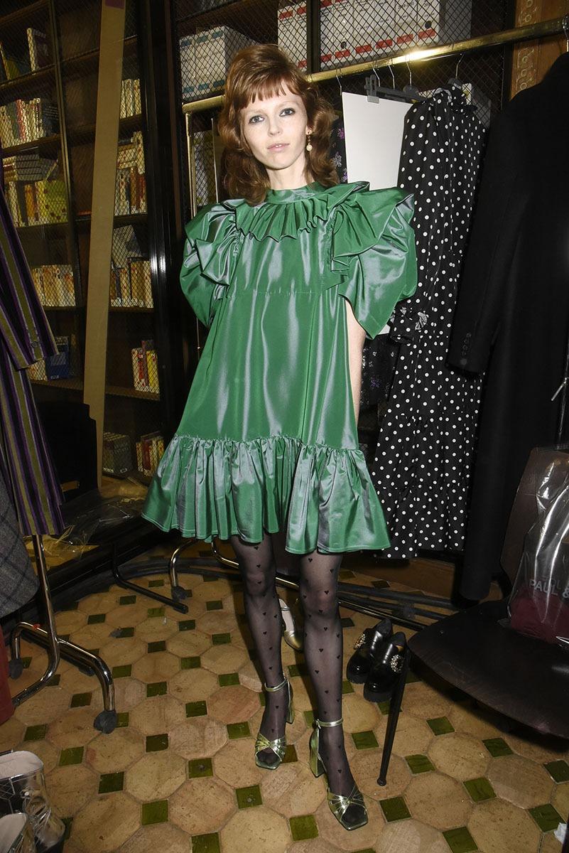 Le vert quoiqu'un peu austère va a ravir à la roussitude de Laura Beuger