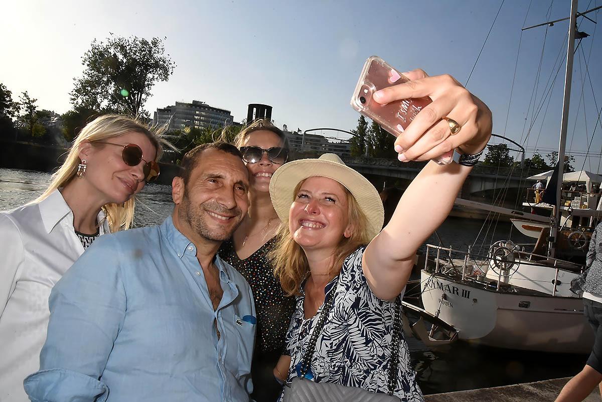 Claire Verneil Zinedine Soualem et Carole Faindt photomatonnent