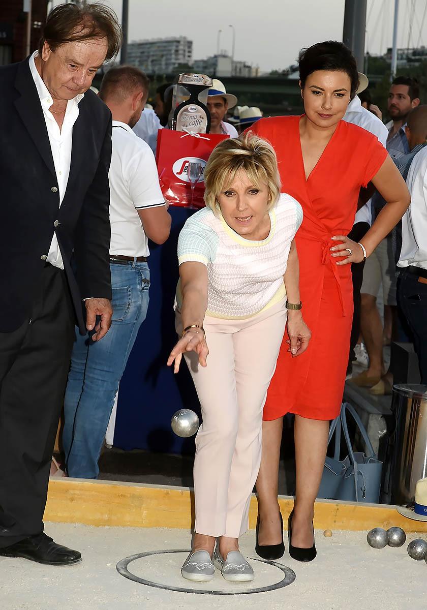 Sous le regard du Boss Daniel Lauclair et d' Anais Baydemir Evelyne Dheliat meteotte mais n est pas manchotte