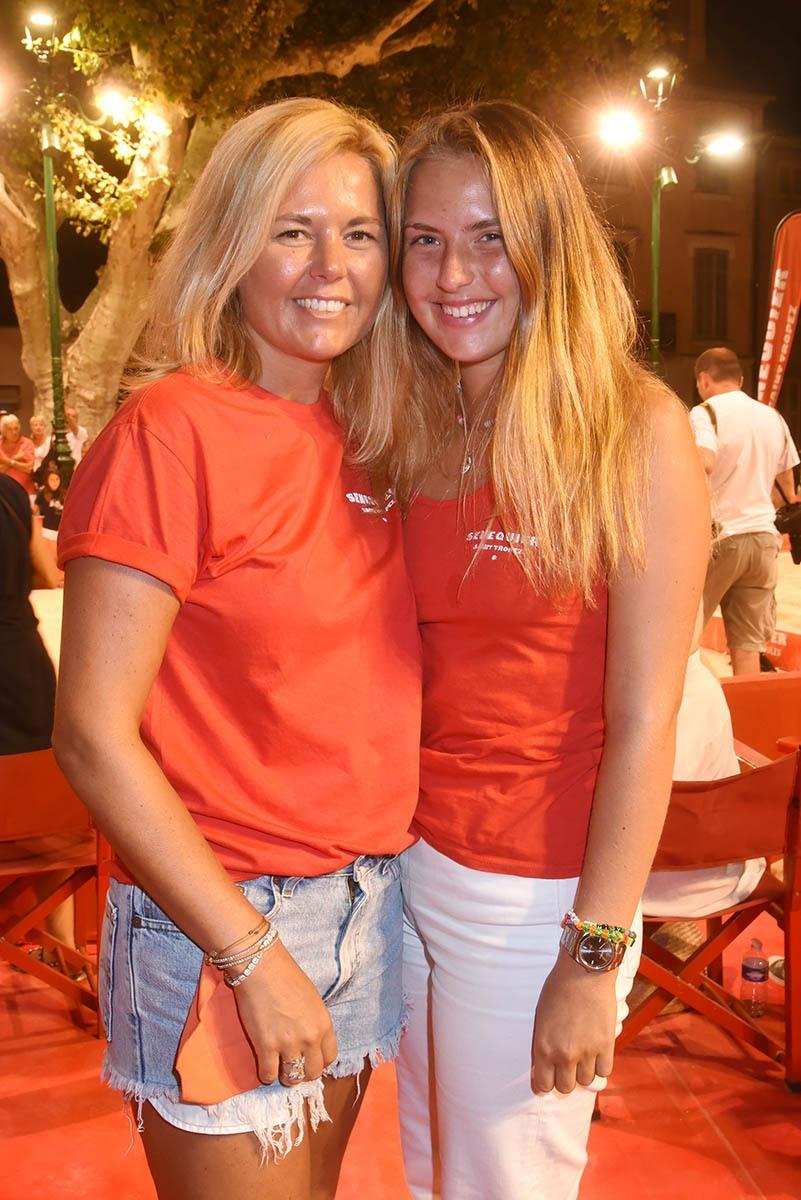 Belle maman Ariane et sa fille jolie Diane