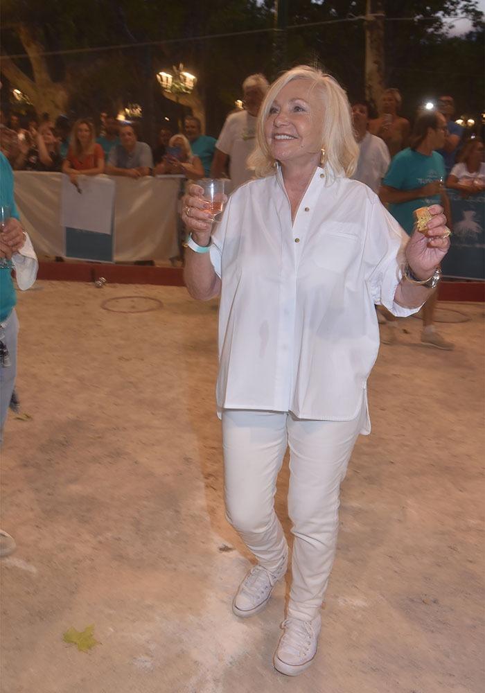 Michele Torr interprète son tube Enmène Moi Danser Ce Soir