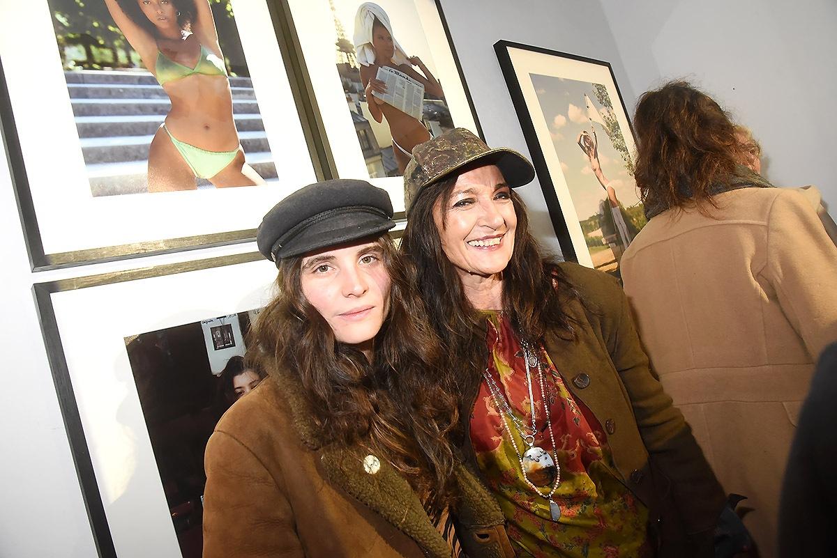 D'un côté il y a la célèbre bande à Bonnet et de l'autre celle des Filles à Casquette (Gabrielle Karnycheff et Agnes Malterre