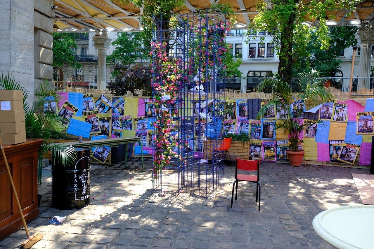 Plaza Havana Club a la Rotonde de Stalingrad c 'est un lieu coloré et tropical au coeur du X