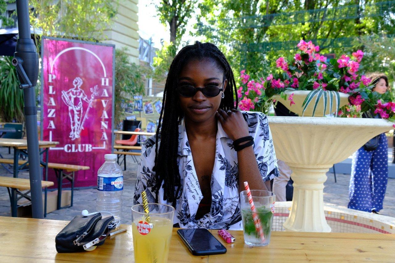 Les jolies filles aime Plaza Havana Club