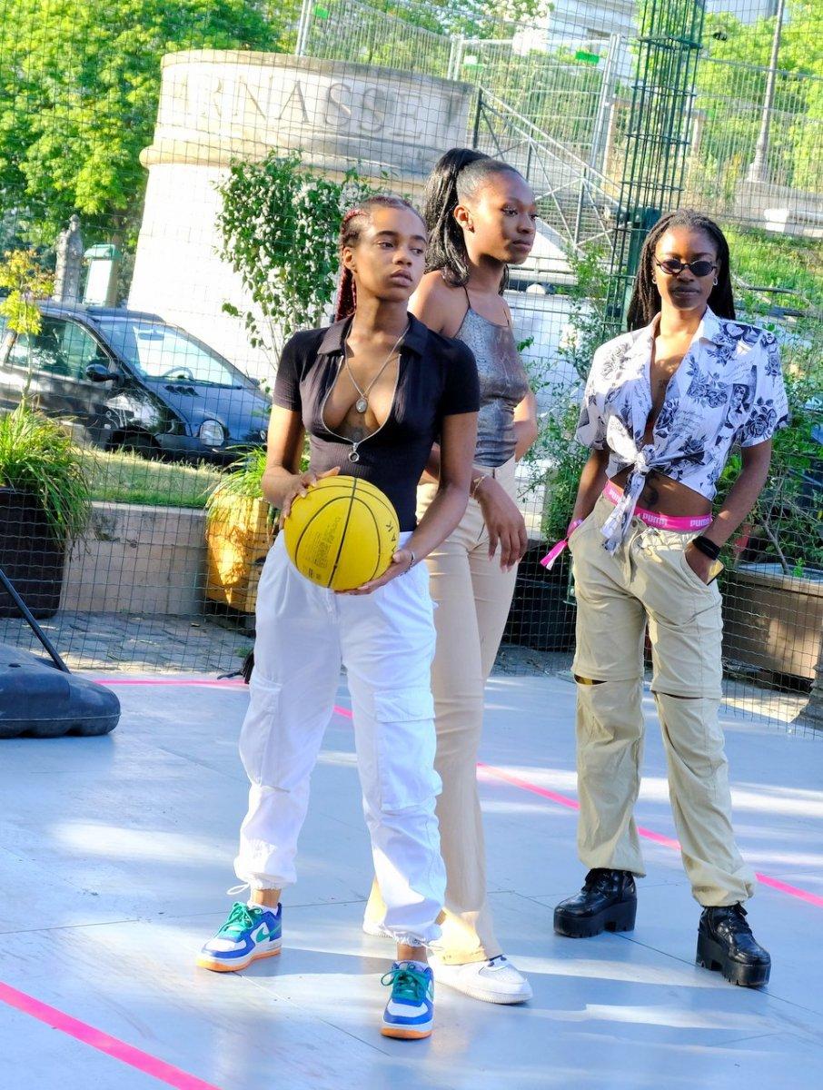 Les filles posent en mode Playground
