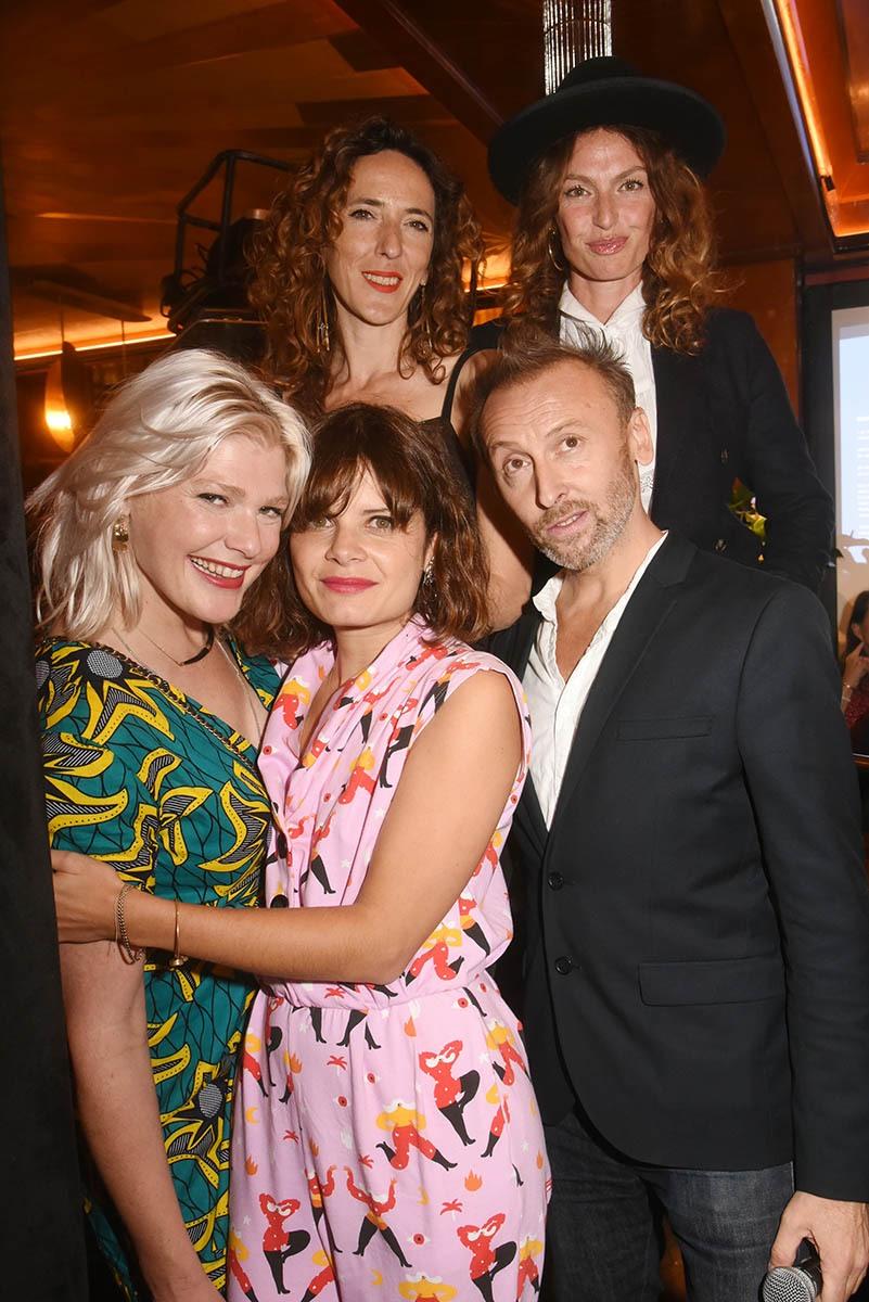 Aurelie Saada jury presidente pose avec Micky Green et ses copines musicos de Slap et Pierre Souchon