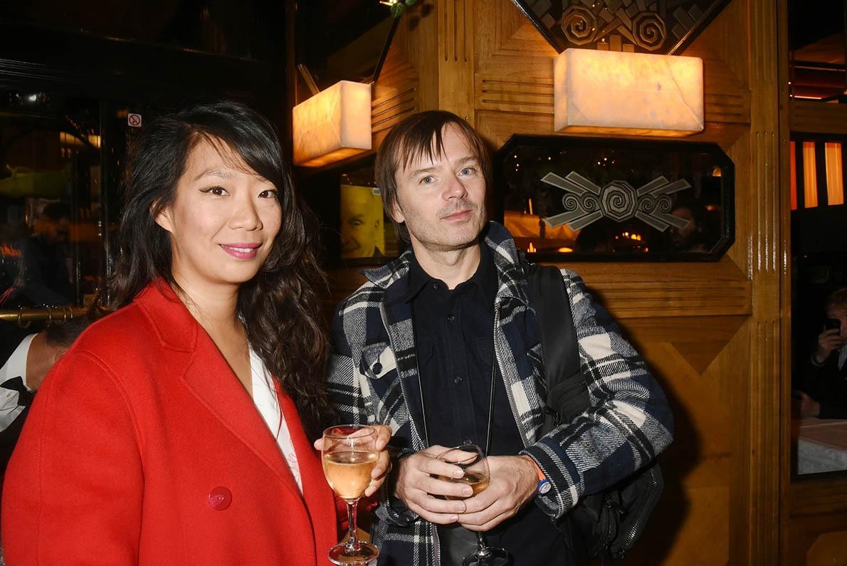 Quand l'humoriste Kee Yoon Kim se met au rouge Jean Benoit Dunckel se tient à carreaux