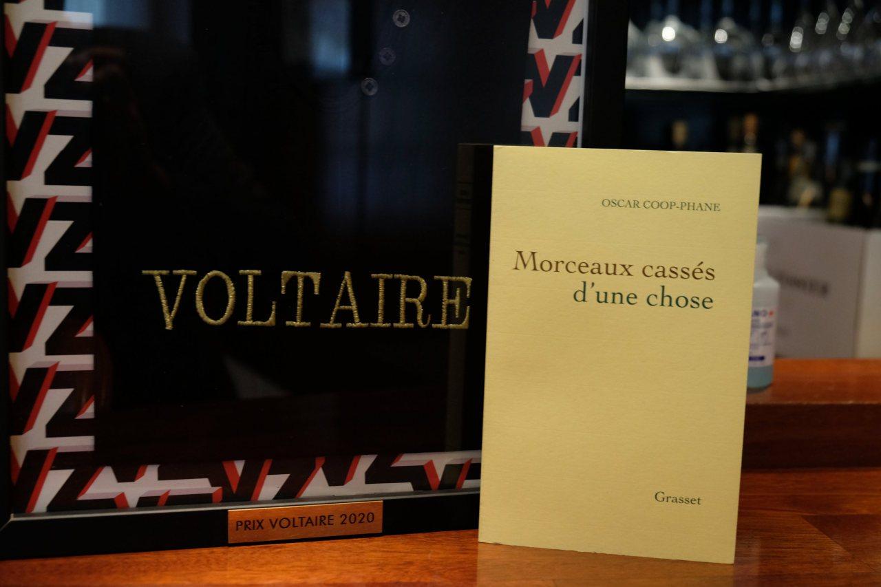 """Le prix Voltaire est remis a """"Morceaux cassés d'une chose"""" d Oscar Coop Phane"""
