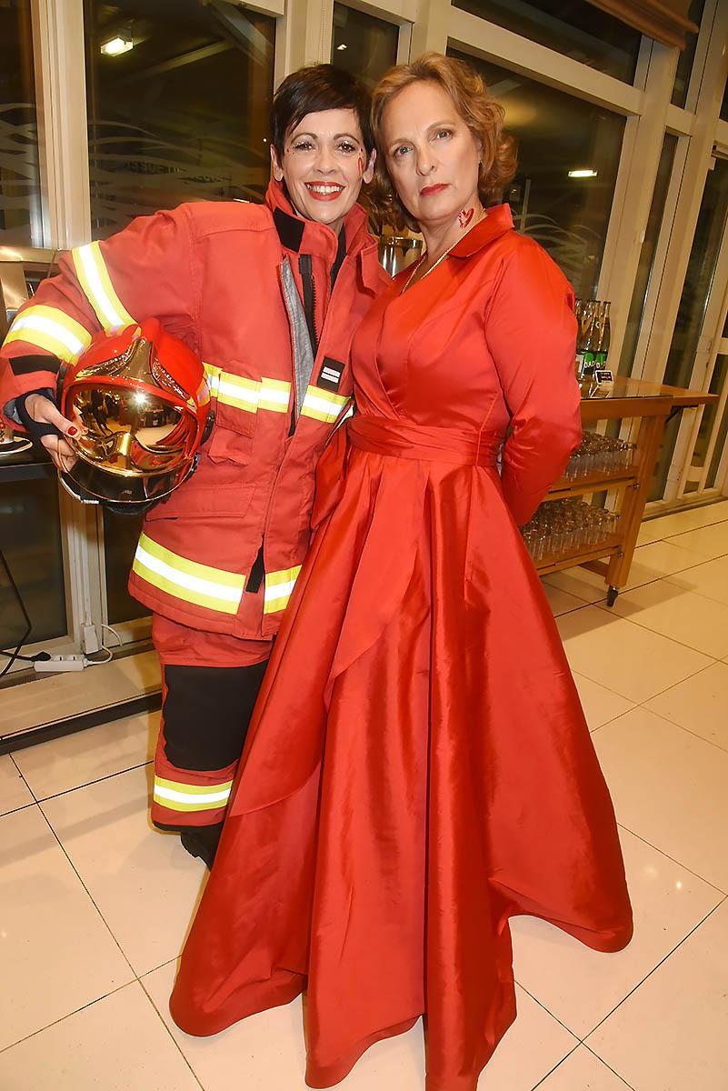 Le Lieutenant des sapeurs pompiers Sabrina Depret et Isabelle Weill se battent pour sauver le Coeur des femmes!