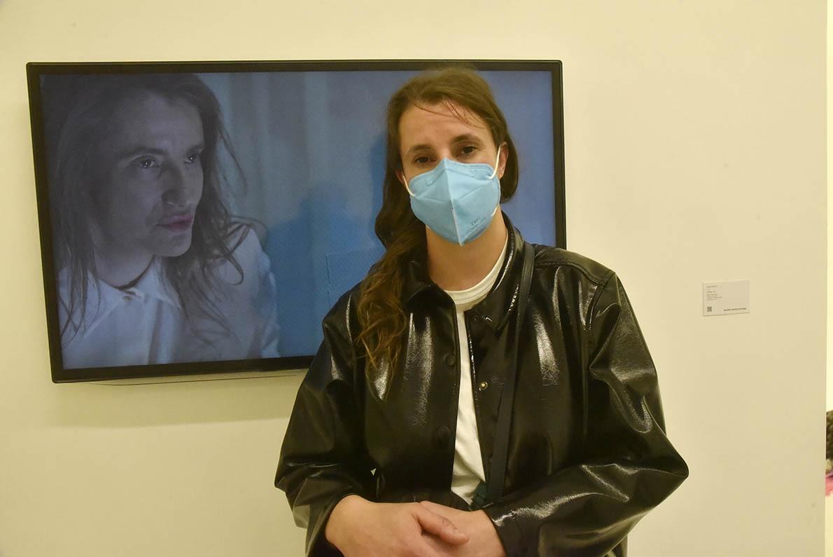 De L'autre côté du miroir Laura Gozlan branlebas le masque !