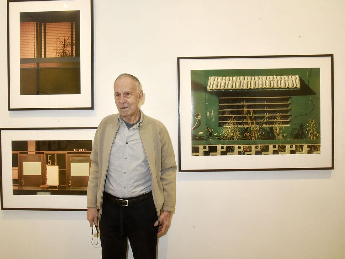 Yvon Lambert tapisse parmi ses photos favorites et blowuppées de son pensionnaire Romain Laprade