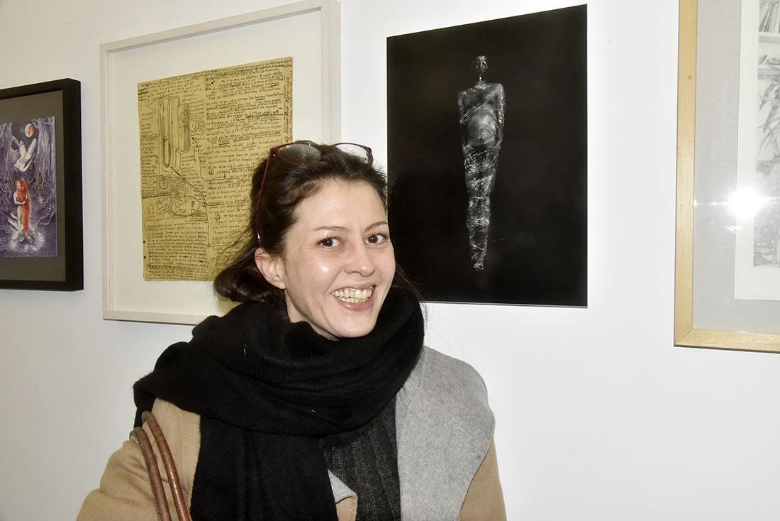 Nancy Caramello aime le bondage des momies à la bande velpeau!