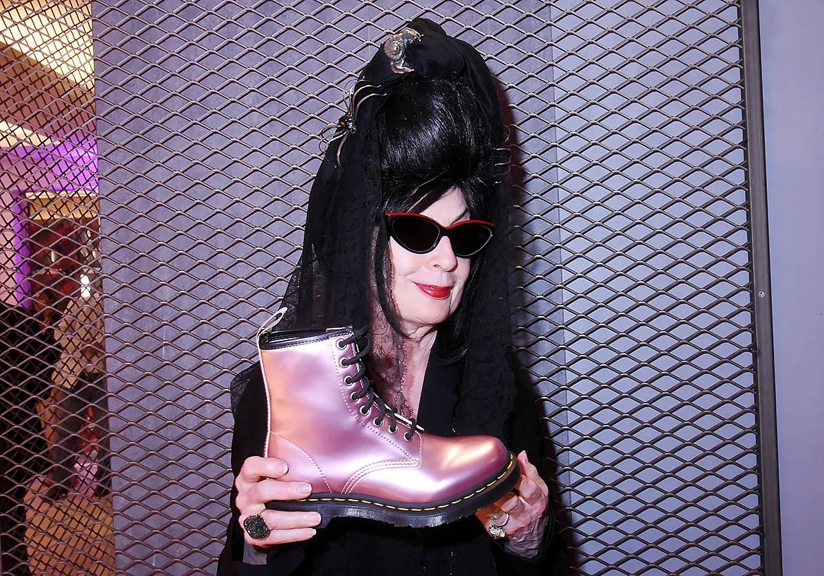 Diane Pernet eternelle Punk Gothique a trouvé chausson de vair à son pied