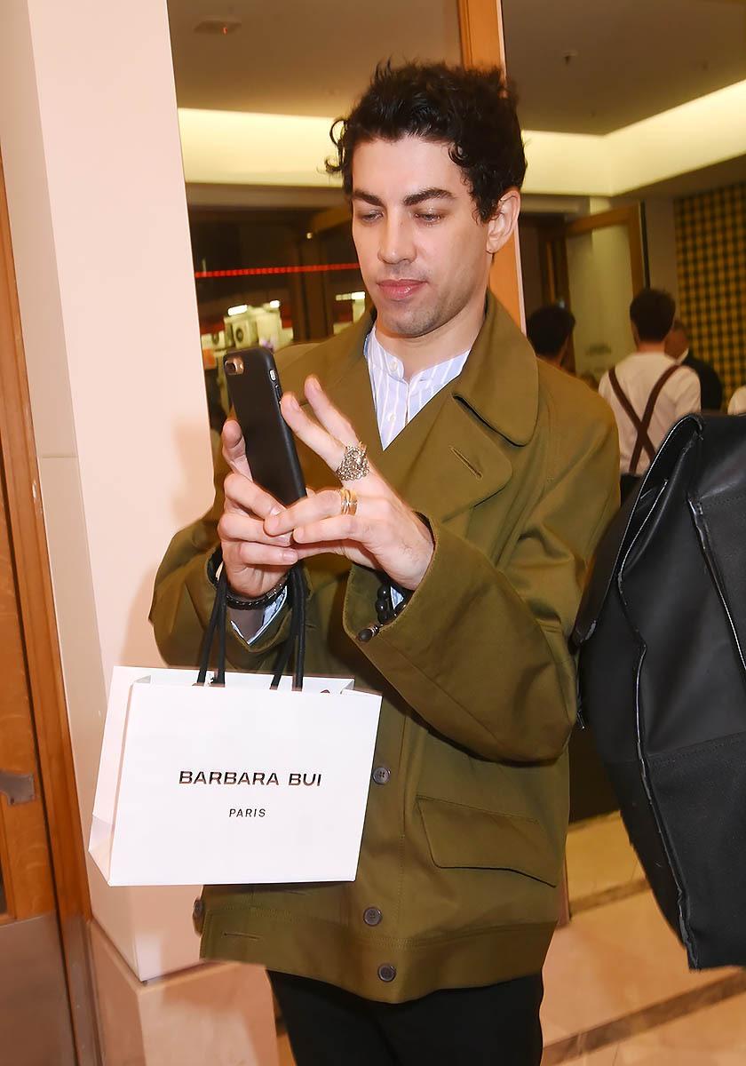 L'acteur Julien Landais passe derrière la camera L'acteur Julien Landais passe derrière la camera Let' go les pogos