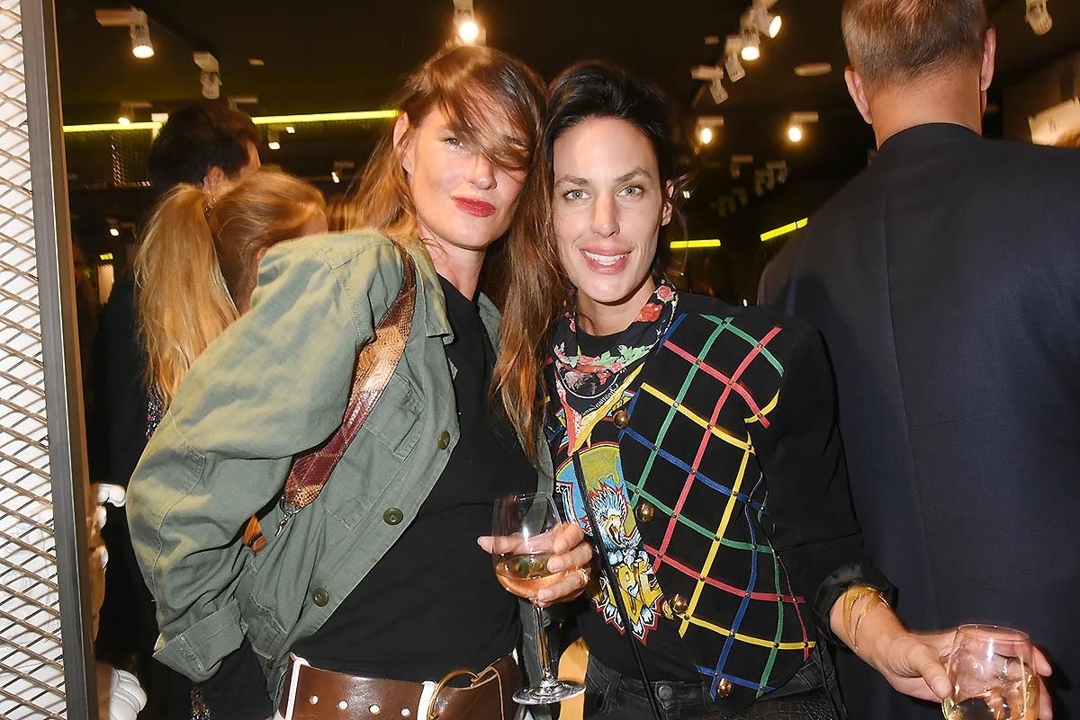 La galeriste Punktilliste Marguerite Milin et sa copine Julie Fournier
