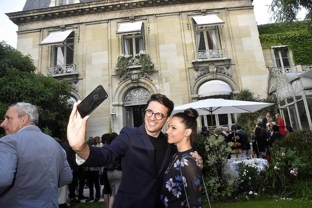 Ludovic Baron à Denitsa Ikonomova « Chérie Allons fair un selfue de cet endroit gentil mais chic et cossu »