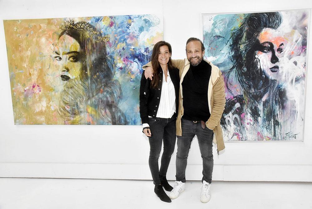 Dans une de leurs galeries Stephane Ellia et Laurence Ellia tapissent sur une oeuvre de JM Roberts !