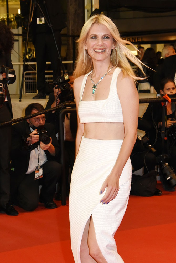 La splendide Melanie Laurent avec son bolero blanc
