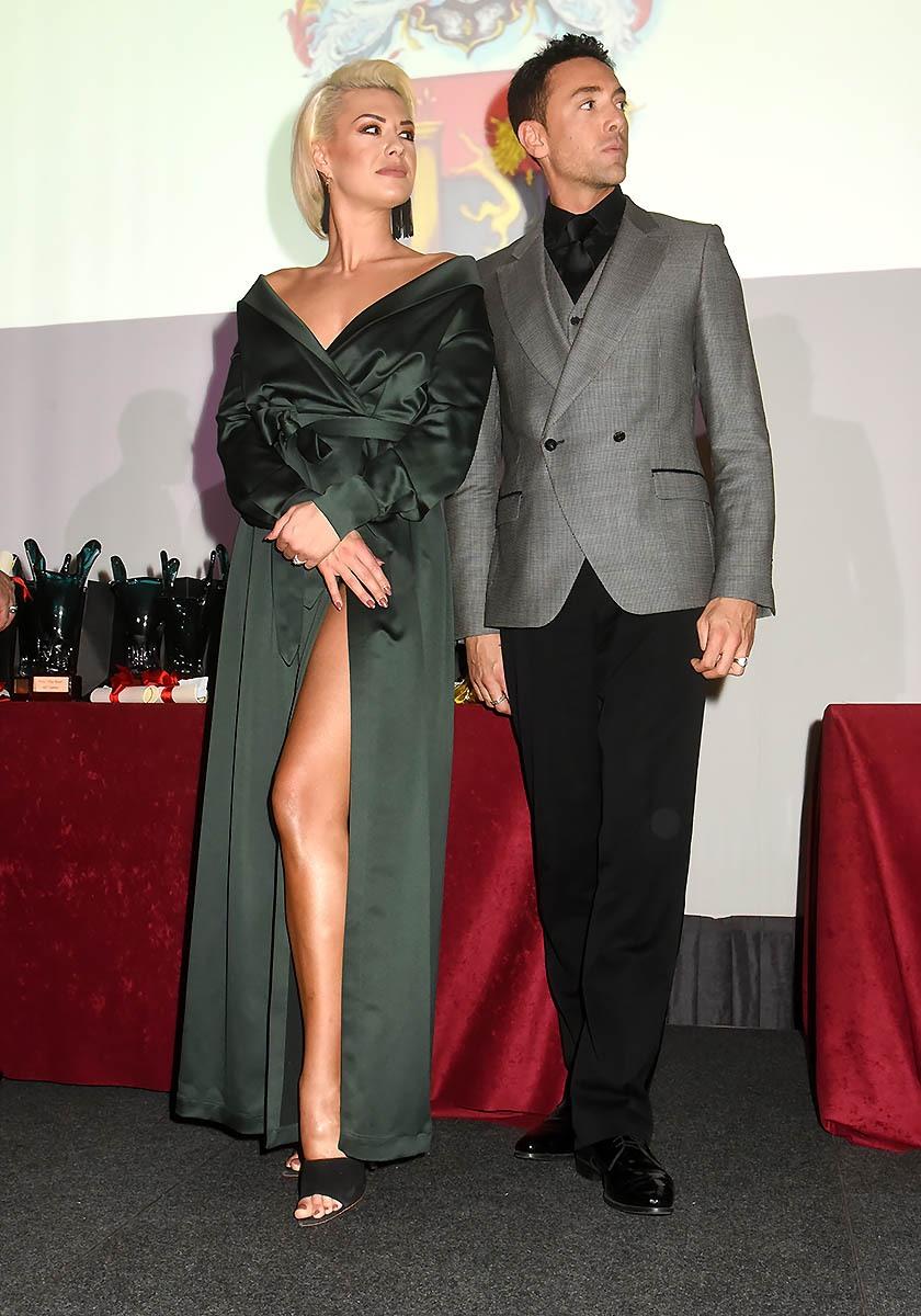 Katrina Patchett et Maxime Dereymez ouvrent le Bal des Best mais qu'est ce qui vous fait croire que Katrina est prête a danser au Moulin Rouge ?