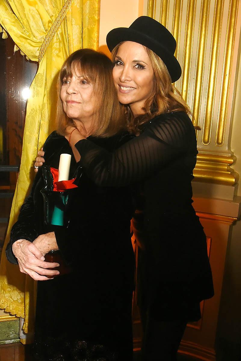 Pour Chantal Goya Hélène Ségara veut bien porter le Chapeau!