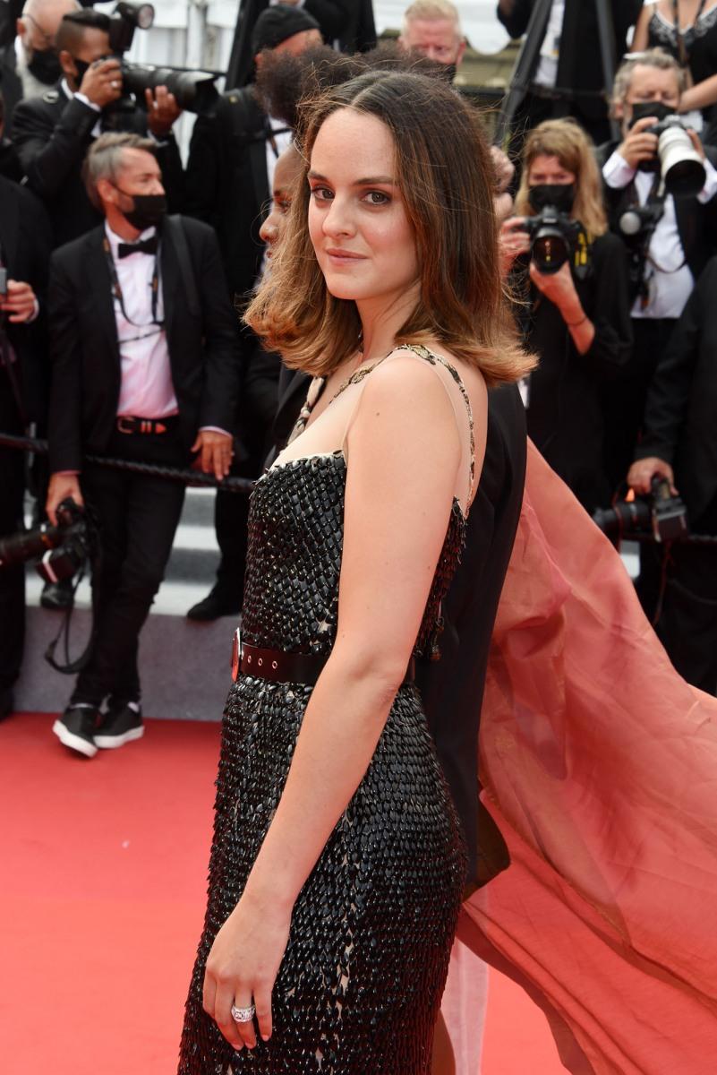 L'actrice Noémie Merlant n'est pas un talent L'Oréal mais mais elle est devenue réal what else?