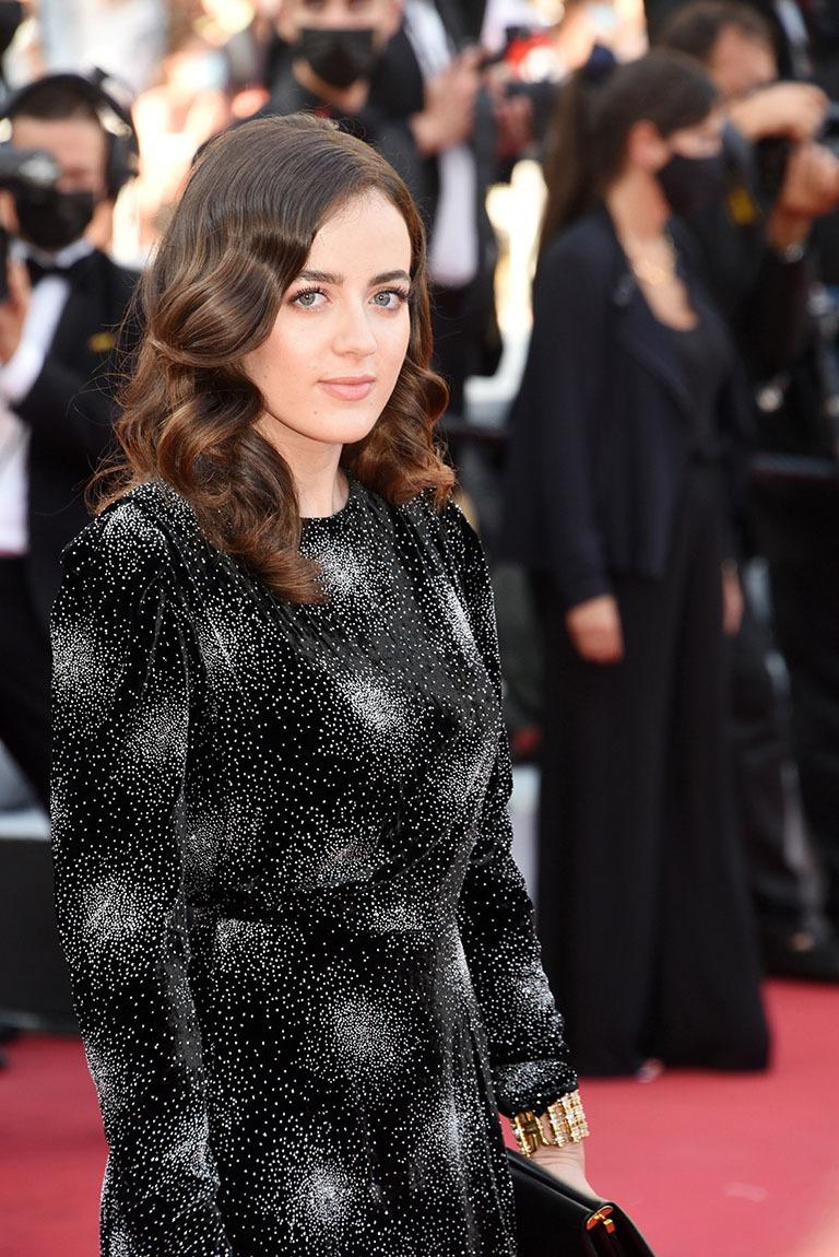 A  Cannes comme d'habe Lou lououte en tenue de  Gala