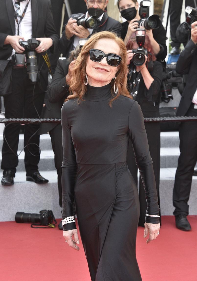 Isabelle Huppert affleloute sur le red carpet