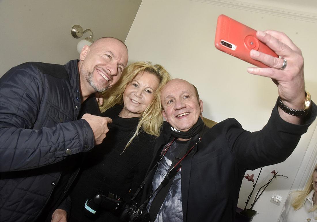 Pascal et Fiona feront tapisserie dans la collec de selfies au dessus du Lit de mon excellent collègue Philippe Baldini