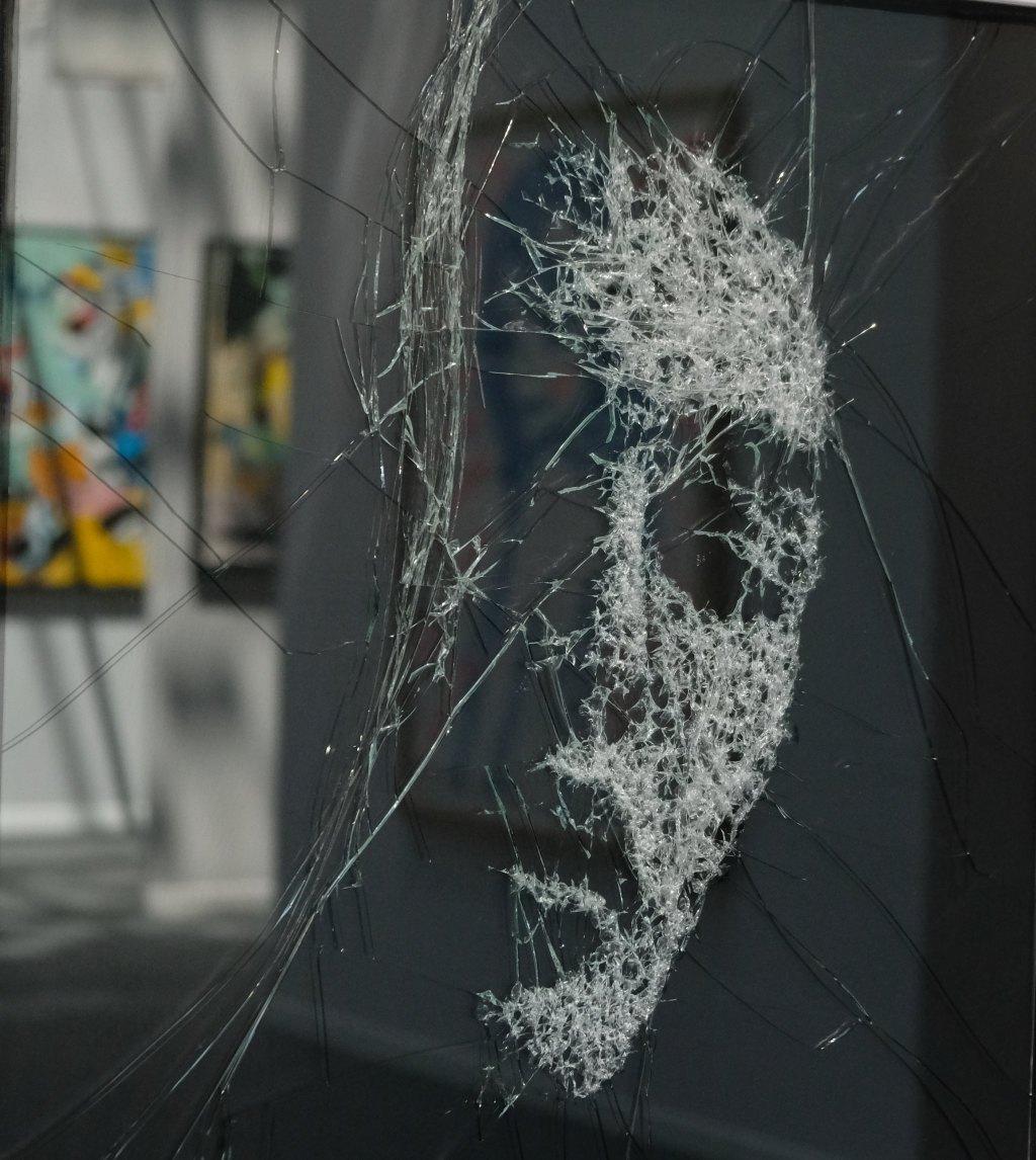 Les sublimes portraits sur verre eclaté