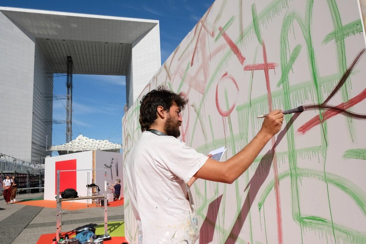 Urban Week la Defense  est un festival qui mixe Graffiti, sports urbains, food trucks , danse et concerts
