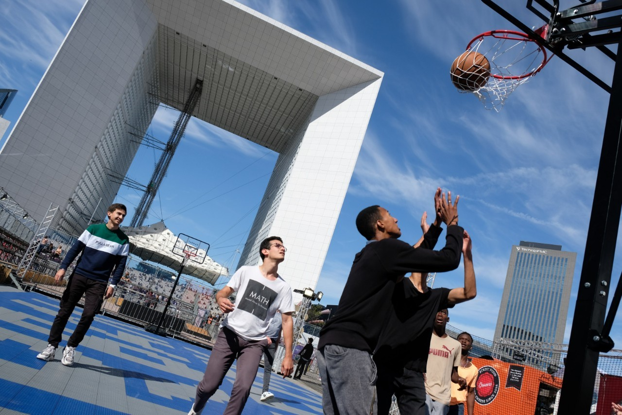 A côté du Skate Park un grand playground de Basket