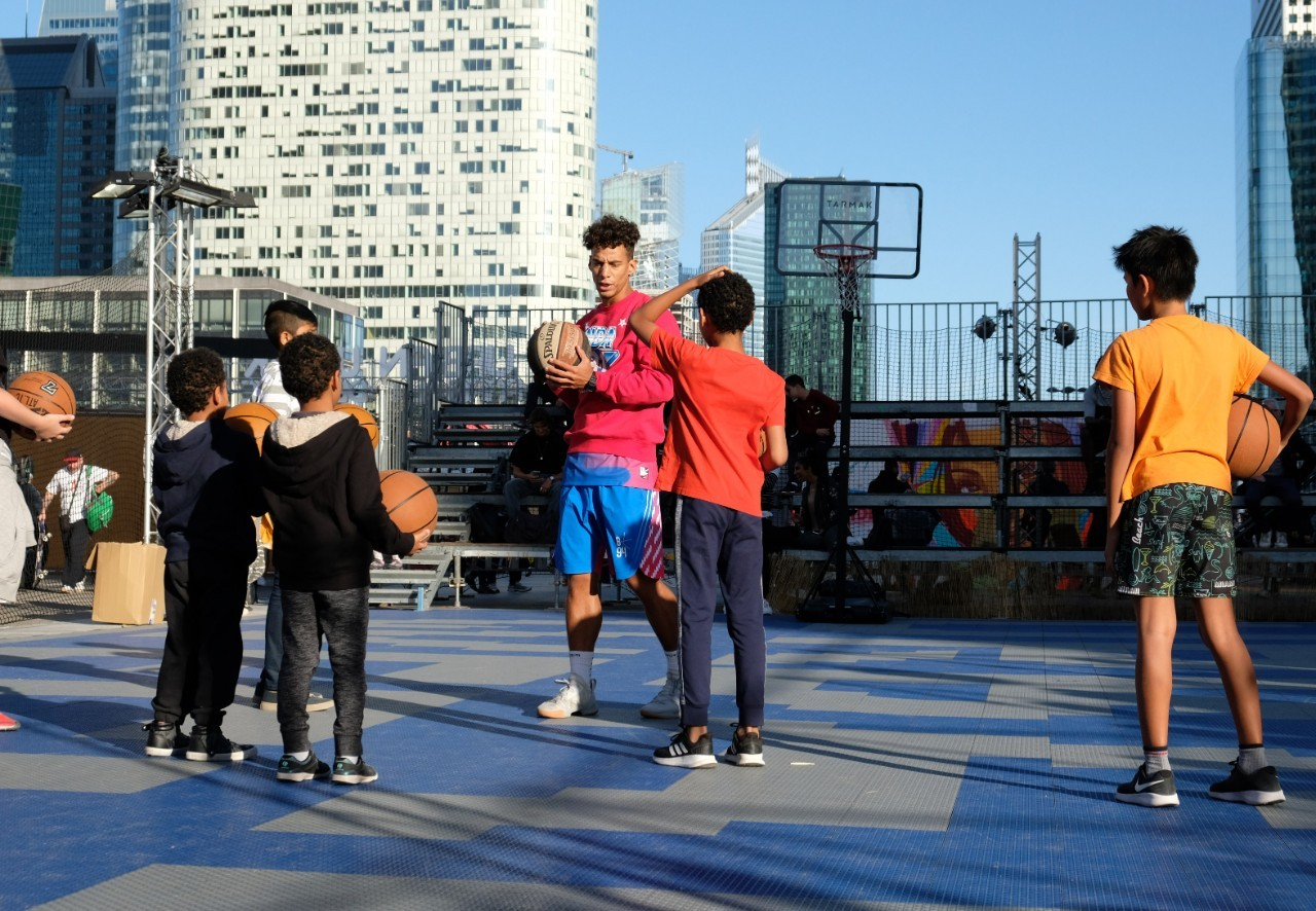 On a même une  démo initiation  de Basket Freestyle par Brisco Champion du monde de la discipine