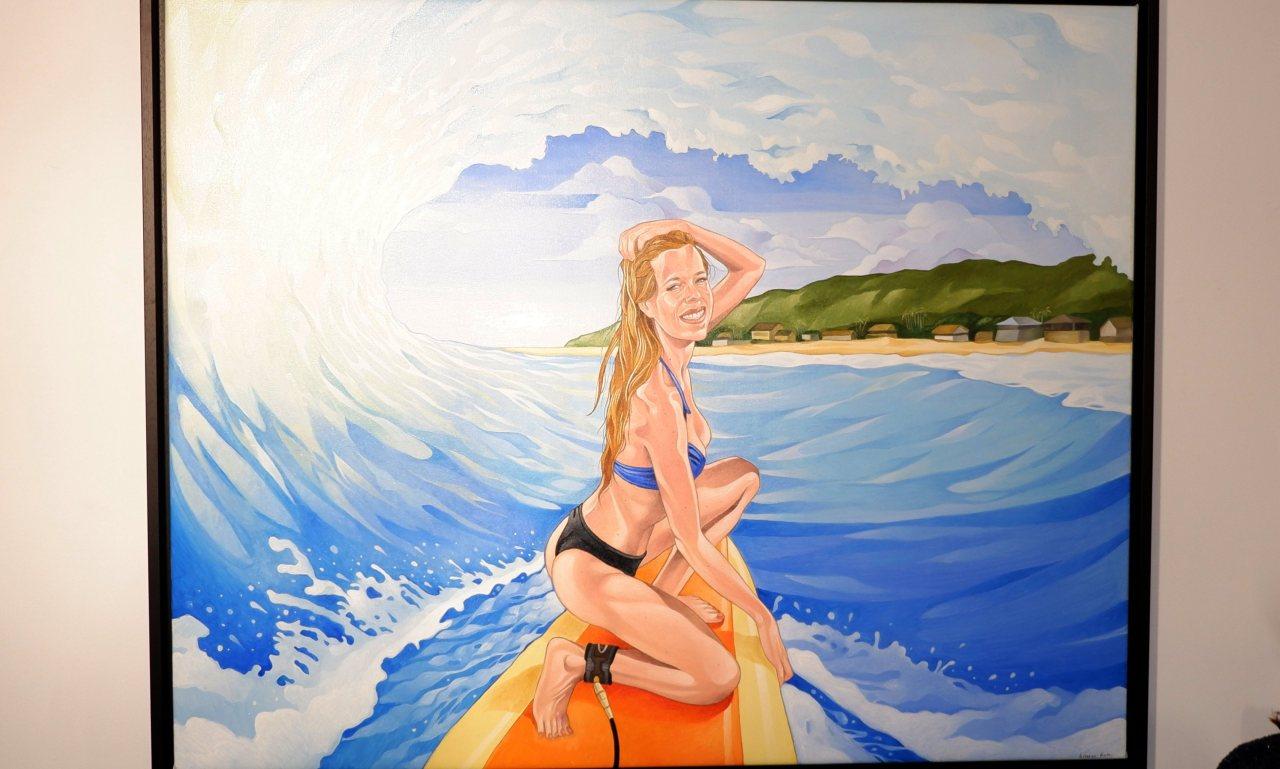 Grand format pris sur le vif dans le tube d'une vague hawaïenne.