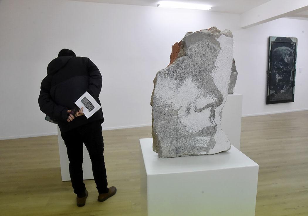 Galerie Magda Danysz ambiance expo Vhils Momentum