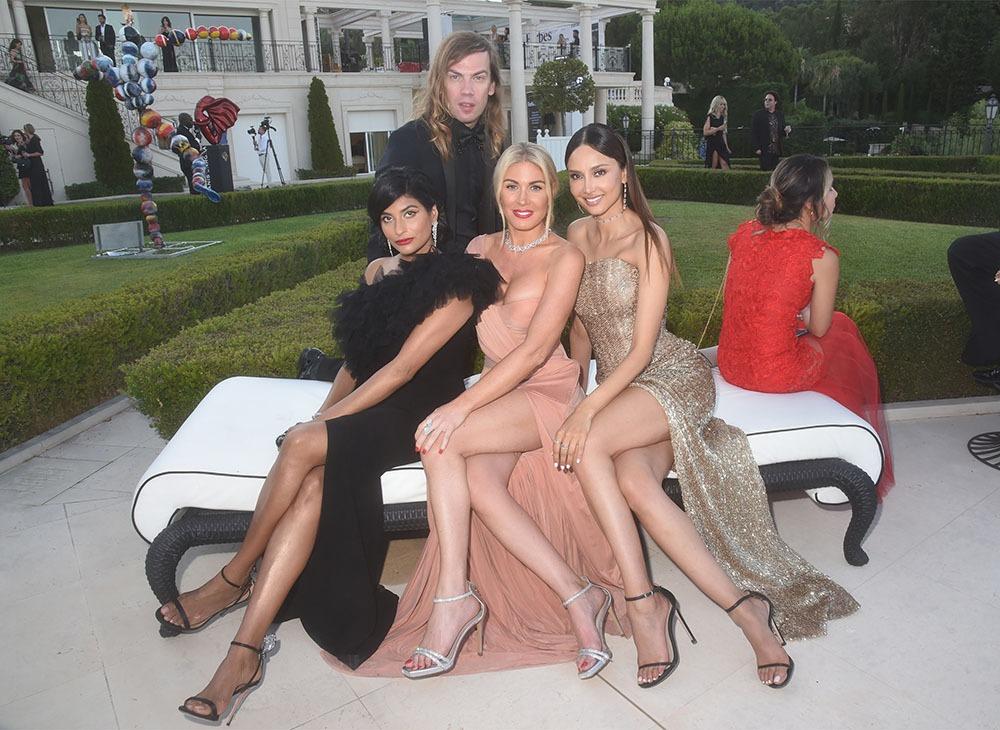 Les jolies femmes adorent Christophe Guillarmé car adore habiller les jolies femmes !