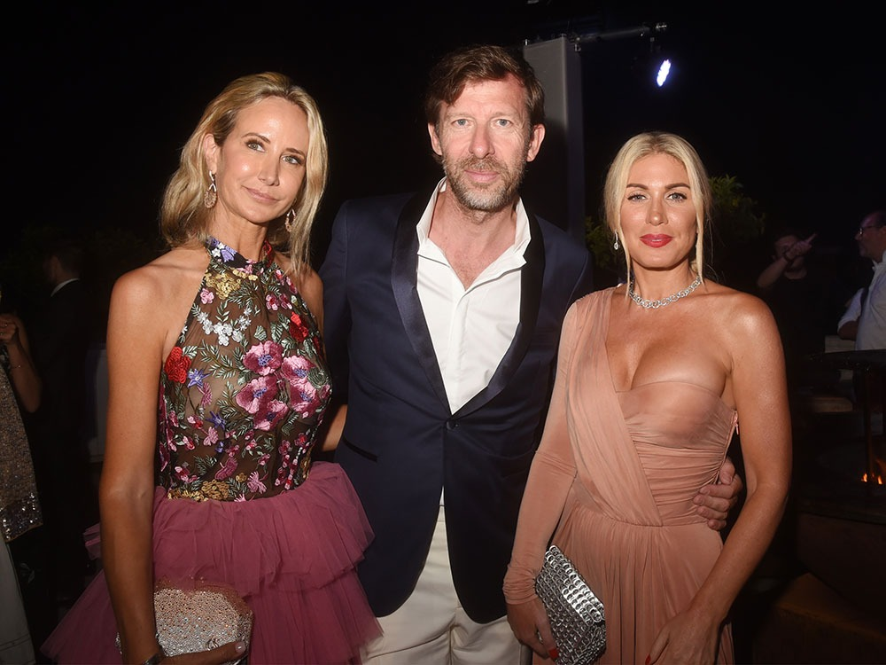 Dominique Busso de chez Forbes rêvait d'être en photo entre Lady Victoria Hervey et Hofit Golan.Done !!