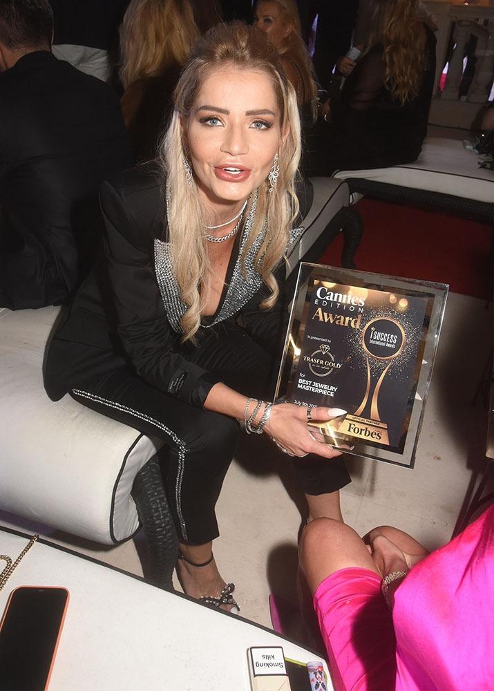 Forbes Récompensée Alexandra Gherman est créatrice de bijoux !