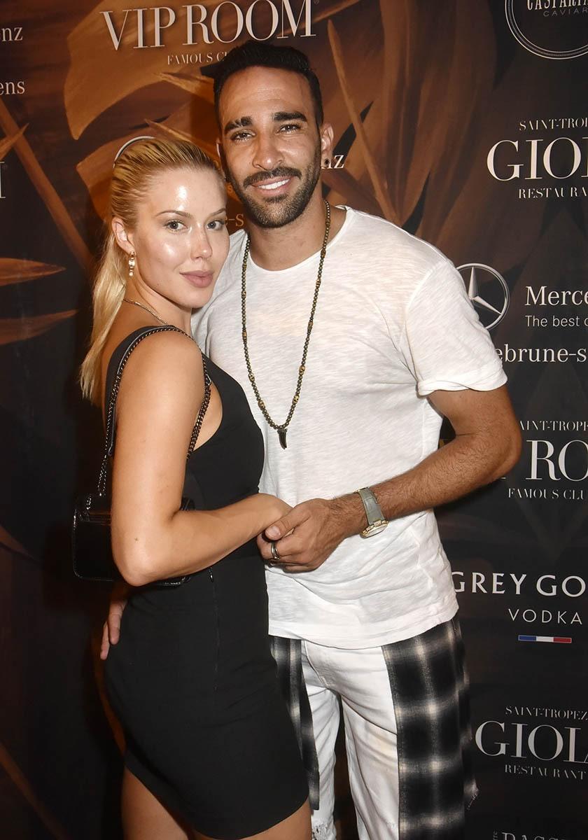 Adil Rami est venu avec une jolie admiratrice dans son Rami bag