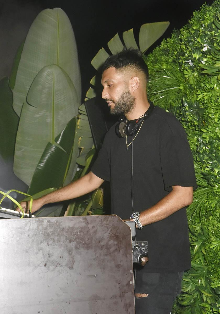 DJ Kayli mixe en attendant entre deux résurrections du DJ Saint Lanvain