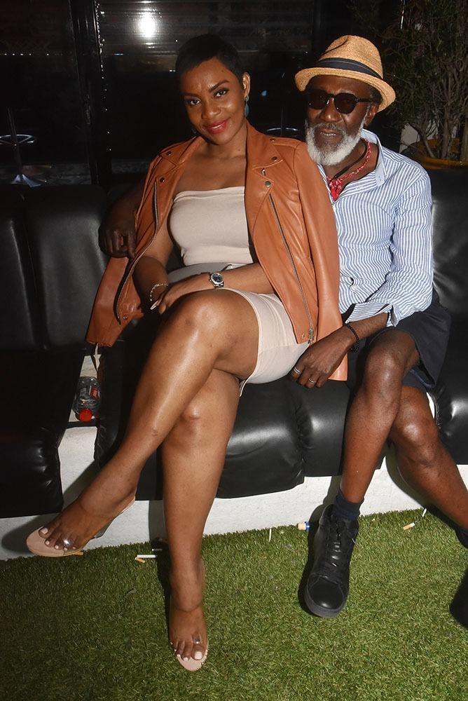 Ta ta ta ta ta ta ! Marsy  Braga  et  Sango  Ndedi  Ndolo  en  mode  concours  bas  Dim