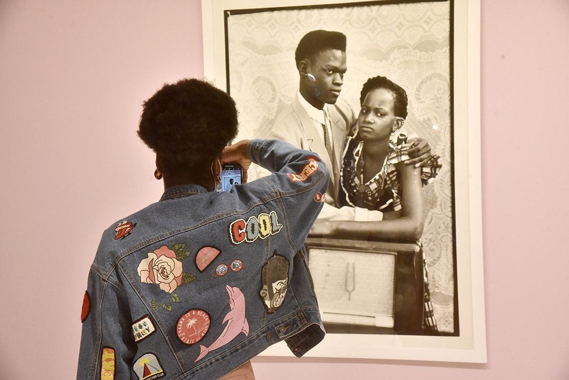 Cest plus fort qu'elle elle collectionne les clichés trop cool photo de Seydou Keita