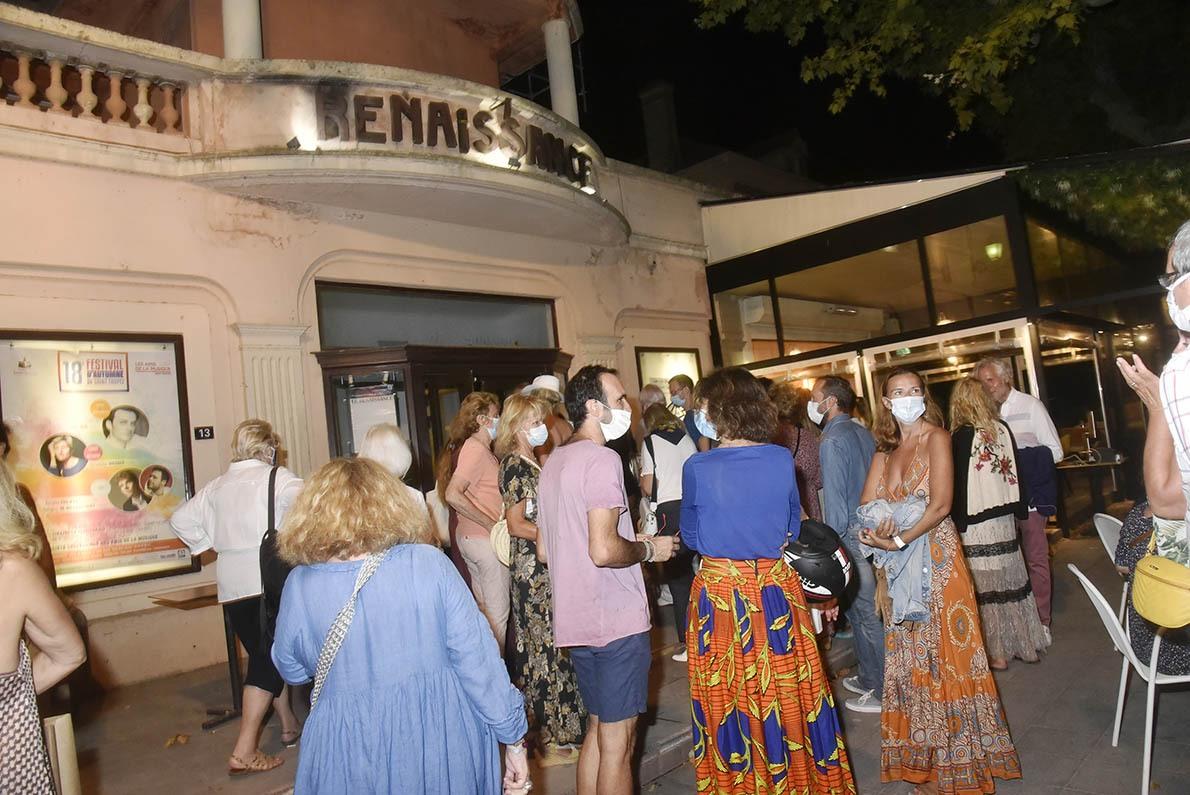 Au cinéma La Renaissance  à Saint Trop  On se bouscule pour aller voir l'excellent «Women» le film que Yann a Coréalisé avec Anastasia Mikova qui n'a pu venir.