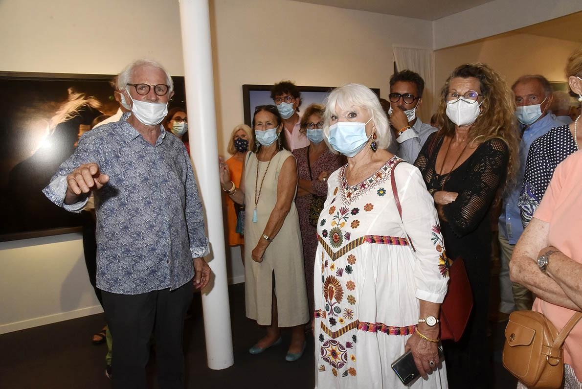 Malgré le CoVide Yann Arthus Bertrand s'expose masqué