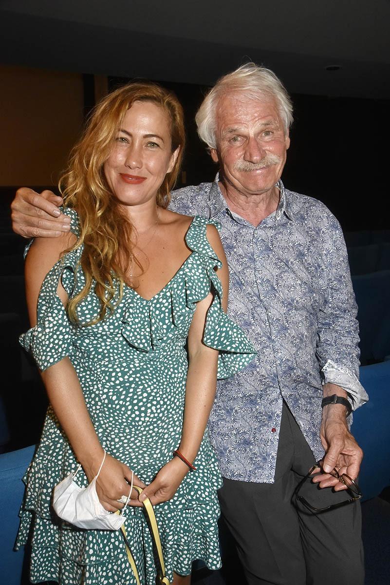 Yann veut bien épauler la comédienne Myriam Charleins une fervente admiratrice