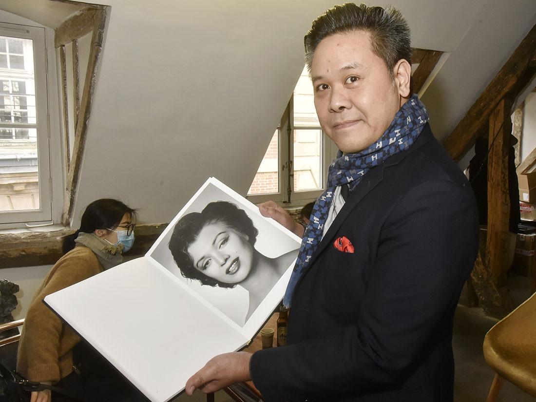 """Et Marilyn Moonroe dans """"Les Hommes Préfèrent les Brunes"""" - Galeriste Anthony Phuong et le catalogue de Zhang Wei"""